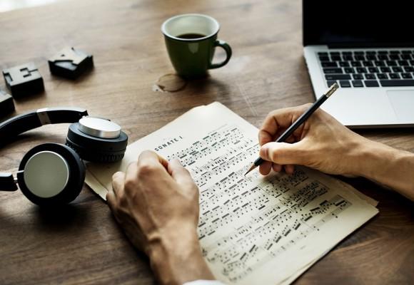 ¿Cómo se crea un arreglo de una melodía sin armonizar?