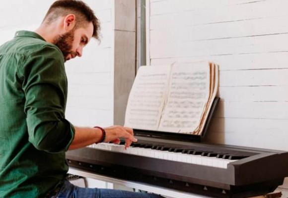 ¿Cómo estudiar piano o teclado sin maestro?